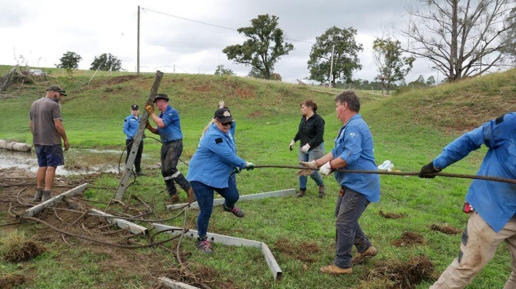 Port Macquarie-Hastings Mayor Pinson Volunteers for Flood Recovery 1